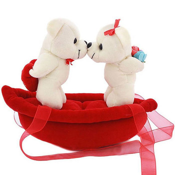 kissing-couple-on-boat